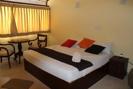 Cool Colombo : chambre lit double côté rue