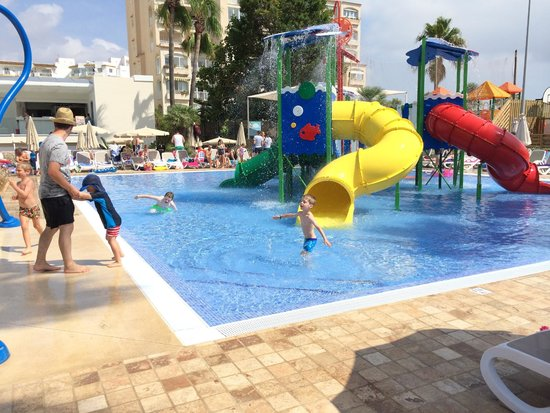 Hipotels Coma Gran Aparthotel: Splash Pool