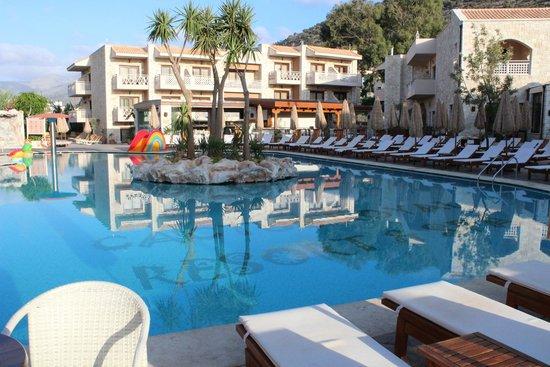 Cactus Royal Resort : La piscine à 6h30!