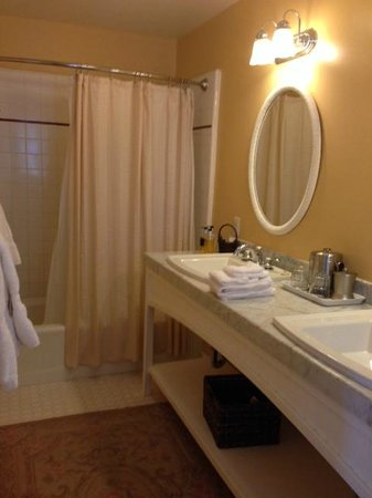 Channel Road Inn - A Four Sisters Inn: En suite bathroom