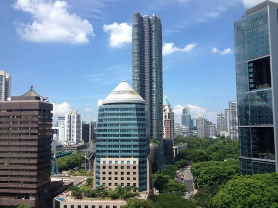 Four Seasons Hotel Singapore: The arresting view from the suite