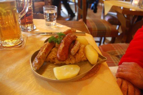 Hotel Reichskuchenmeister: 3 types of sausage, sauerkraut, potatoes