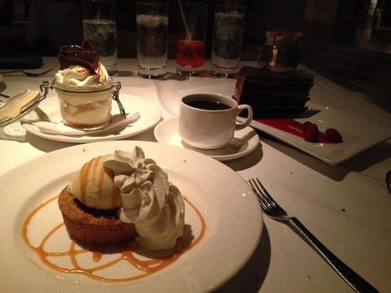 Delmonico Steakhouse : Desserts!