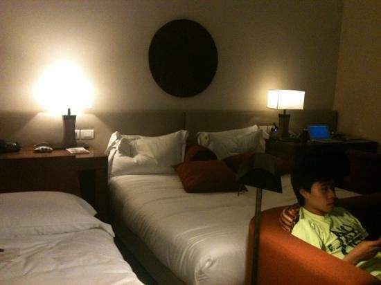 Milan Suite Hotel: spacious with a king bed and a couch.  lots of closet space (extra bed in room for our son)