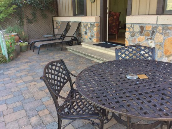 Wine Country Inn & Cottages: Outdoor Patio