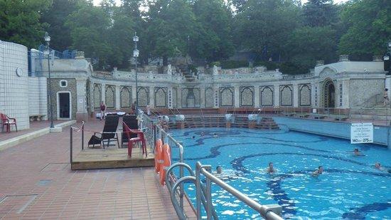 Gellert Spa: Outdoor pool.