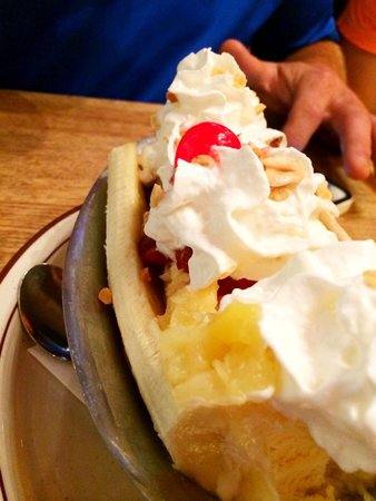 The Courier Cafe: Hand scooped Banana Split!