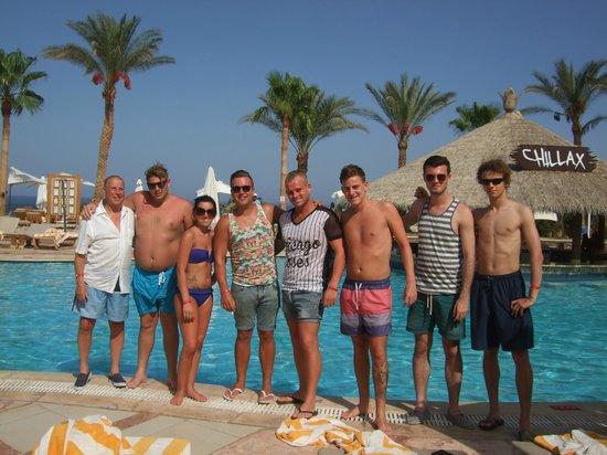 Hilton Sharm Waterfalls Resort: poolside
