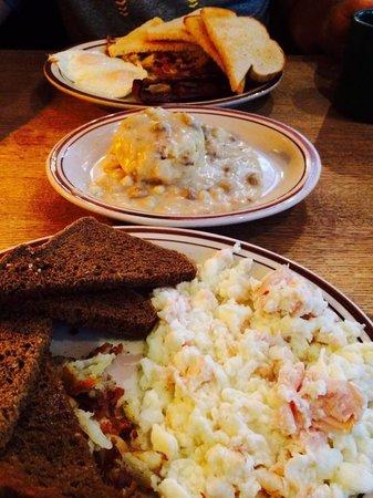 The Courier Cafe: Breakfast, Turkey & Egg Whites (bursting of flavor) Biscuit & Gravy