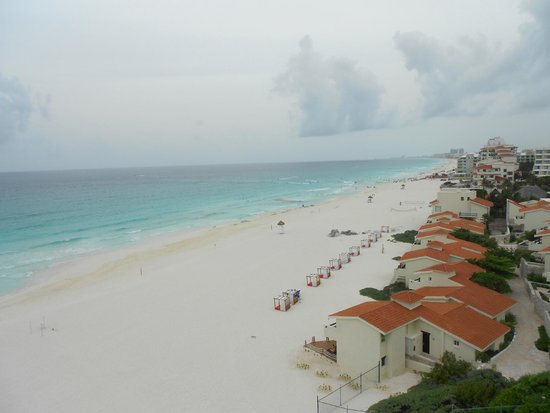 Le Blanc Spa Resort: Beach view from Royal Governor Suite