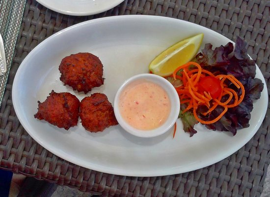 The Lobster Pot : Conch fritters, minus 1 already eaten.