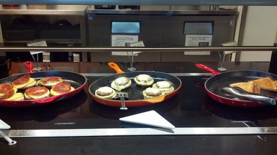 Hyatt Place Raleigh West: Breakfast sandwiches