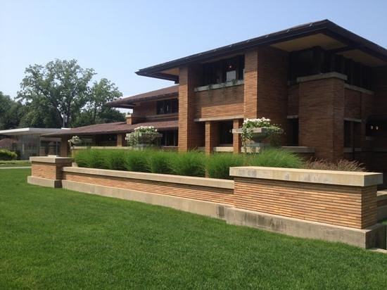 Frank Lloyd Wright's Darwin D. Martin House Complex : gorgeous lines and lighting