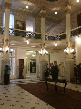Menger Hotel: Foyer room (after the main lobby)