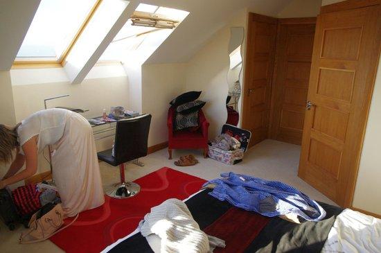 Lillikoi Bed & Breakfast: Chambre vu de la fenêtre (désolé car elle n'est pas rangée)