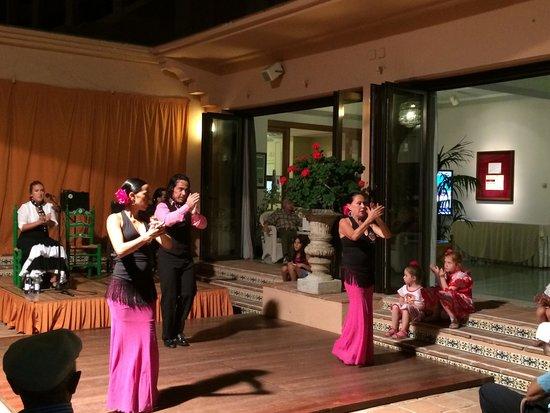 Hotel Fuerte Marbella: Фламенко перед сном в четверг
