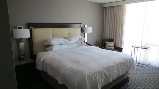 Marriott St. Louis Airport: renovated room