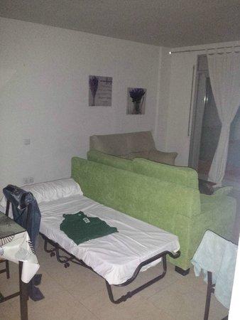 Ibersol Spa Aqquaria : Salon avec lit d'appoint