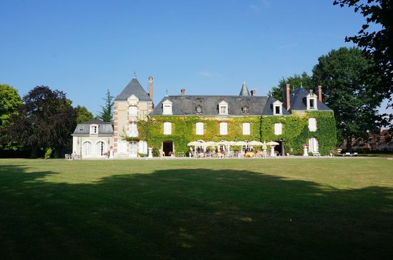 Domaine des Hauts de Loire : Main building at breakfast time