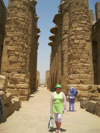 Temple of Karnak: коллонады храма Амона Ра высотой до 23 м