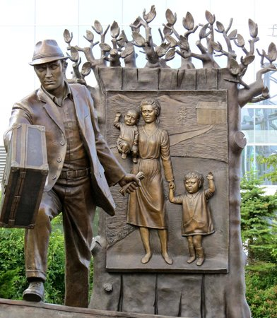 Canadian Museum of Immigration at Pier 21: Sculpture depicting immigration