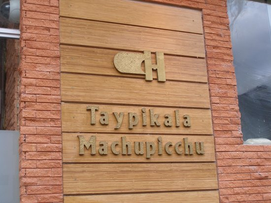 Taypikala Hotel Machupicchu: Entrance sign