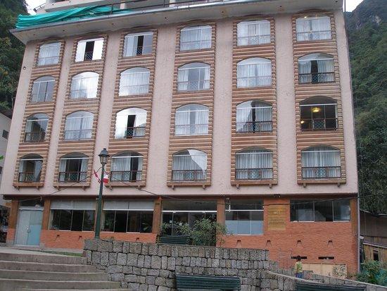 Taypikala Hotel Machupicchu: Front of hotel