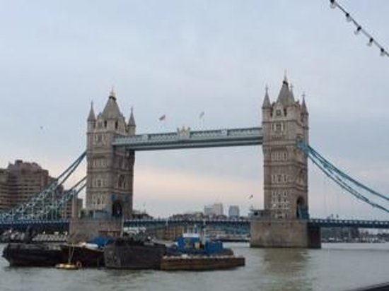 Fat Tire Bike Tours - London: We rode across Tower Bridge!