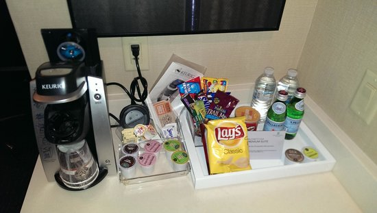 Embassy Suites by Hilton Austin - Downtown/Town Lake: Free snacks and drinks for Gold/Platinum Hilton members
