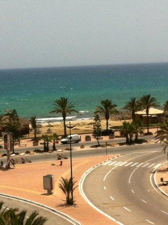 El Mouradi El Menzah: vue de la mer  a gauche du balcon