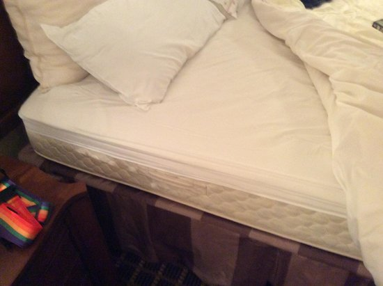 Resort and Conference Center at Hyannis: sheets too small for bed