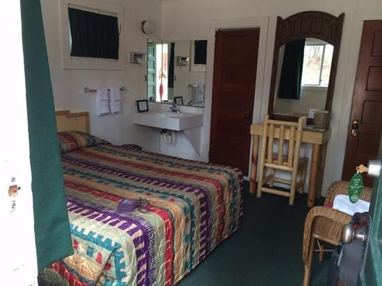 Jacob Lake Inn: front room of 2-room cabin