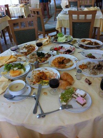 El Mouradi El Menzah: toujours les tables salles par le gaspillages
