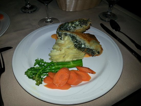 The Cottage : Spinach & goat cheese struedel
