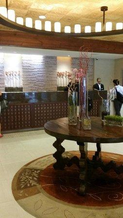 San Antonio Marriott Riverwalk: Fabulous Front Lobby/Check In