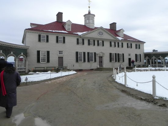 George Washington's Mount Vernon: Front view of Mount Vernon