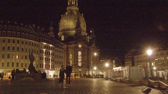 Neumarkt und Frauenkirche bei Nacht