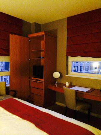 Hotel Giraffe by Library Hotel Collection: King suite