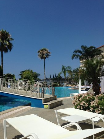 Atlantica Bay Hotel: Round the pool