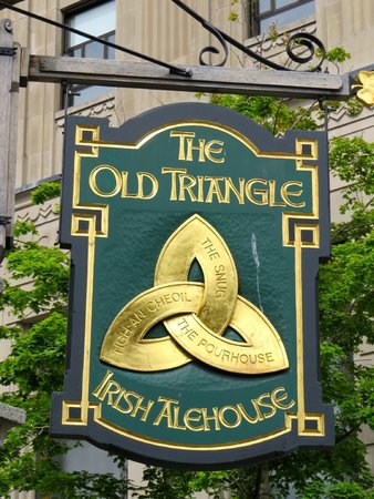 The Old Triangle Irish Ale House : Celtic Knot sign