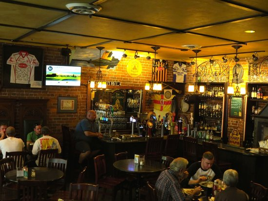 The Old Triangle Irish Ale House : Interior