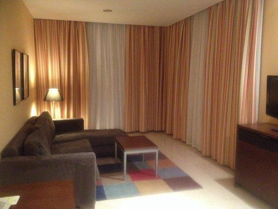 Hotel Mediterraneo Benidorm : Sala de la Habitación
