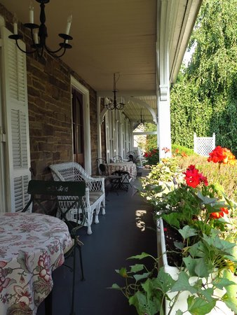 Woolverton Inn : porch