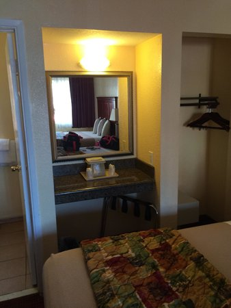 Marina Inn and  Suites : Chambre 102
