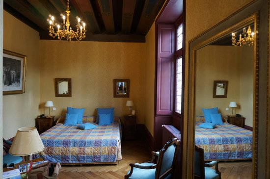 Le Manoir Saint Thomas: Spacious room