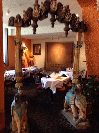 East India Co Pub & Eatery: Colorful walls and cultural artifacts decorate this upscale restaurant.