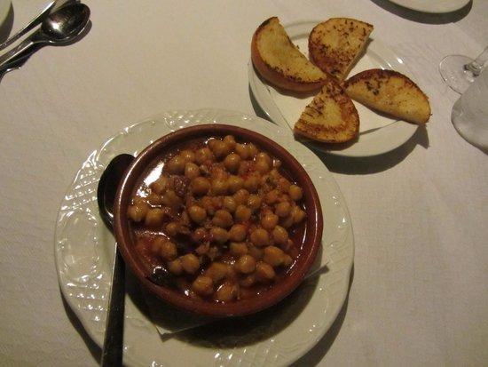 Las Gangarras: Garbanzos y pan con ajo