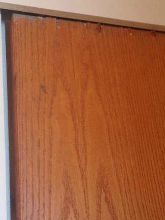 Sands of Kahana: Broken bathroom door - made privacy tough