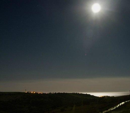 Vista Campo De Golf Y Mar Al Fondo Desde La Terraza Del