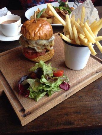 Maluca Brasserie: Gourmet burger